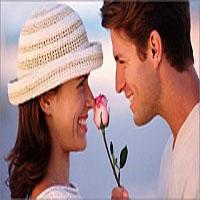 Если мужчина смотрит в глаза и улыбается